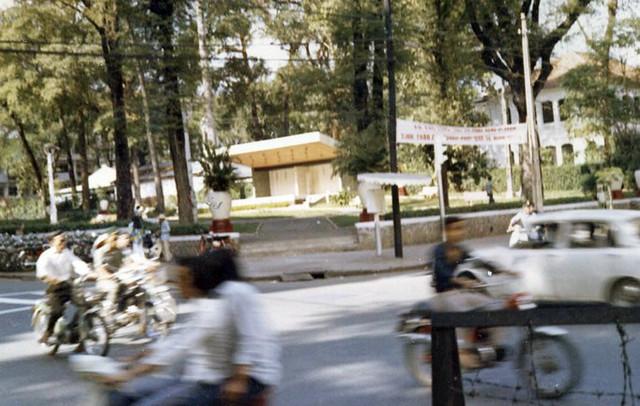 Saigon 1972 - Công viên Chi Lăng, ngã tư Tự Do-Lê Thánh Tôn