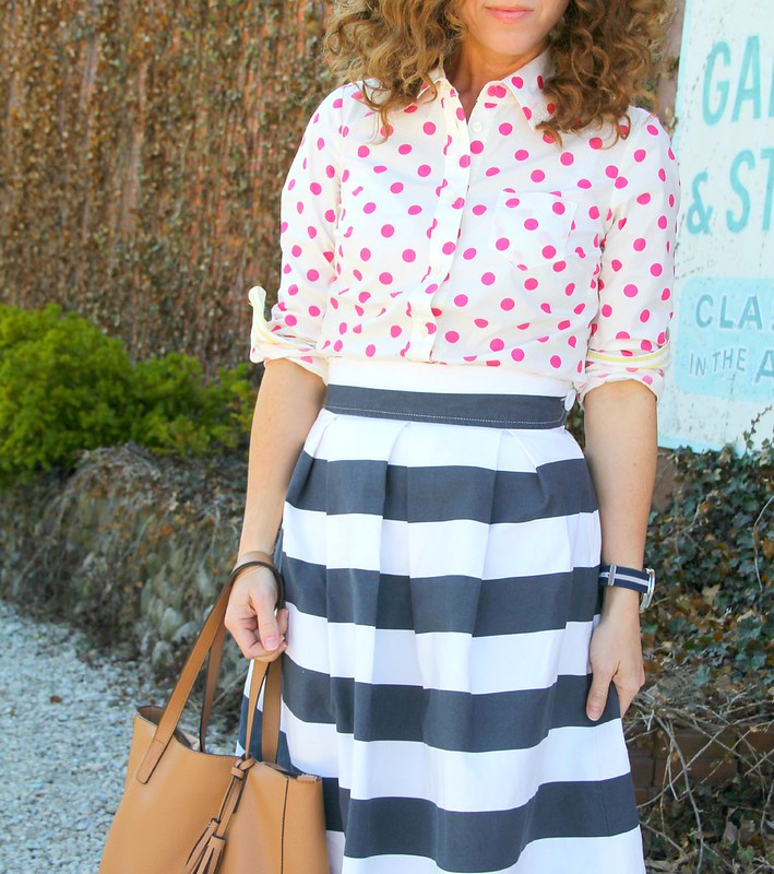 navy and pink combo via Kristina J blog