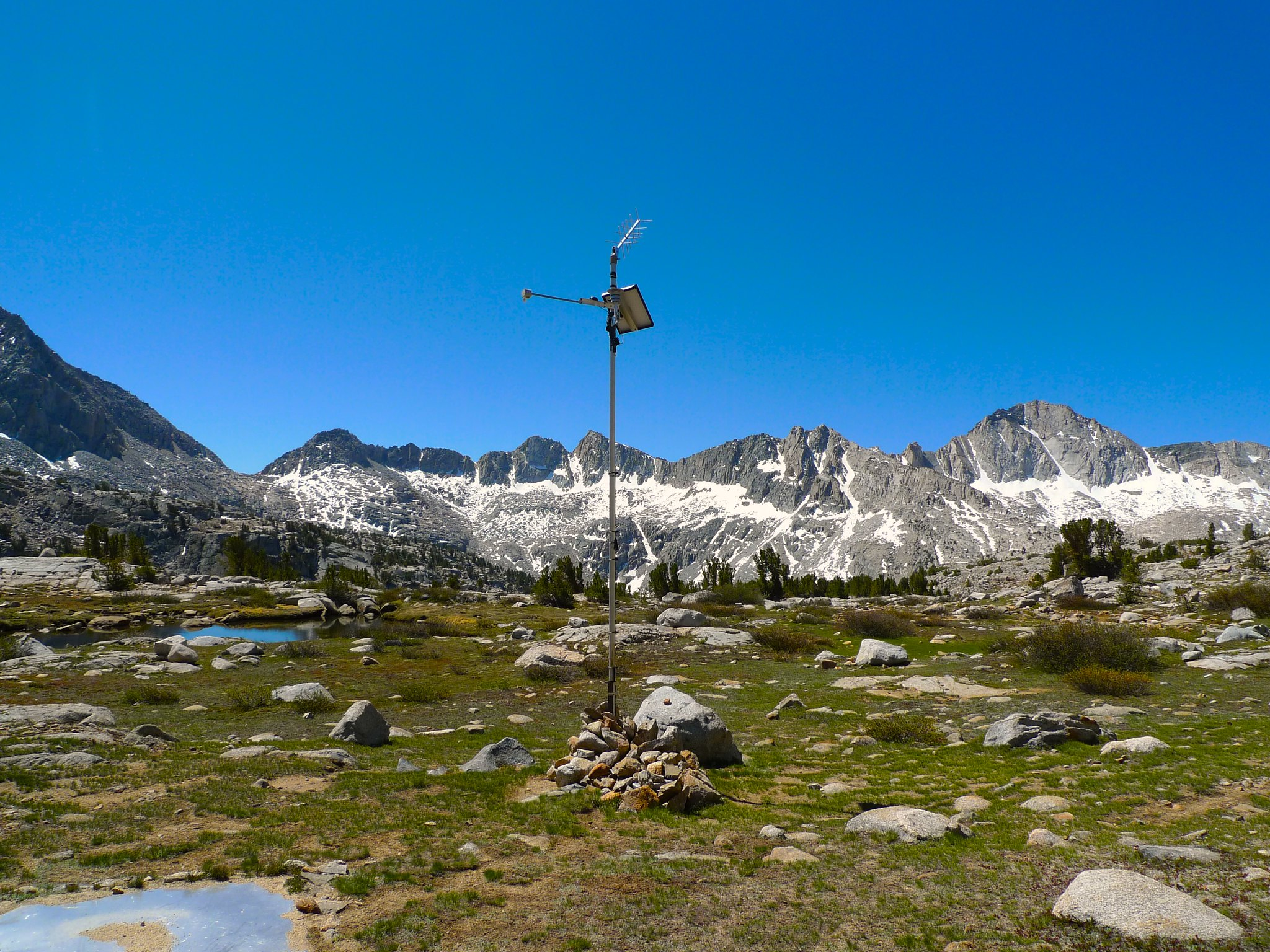 Snow measuring meter in Dusy Basin. This is a good place to turn off the trail if you're headed to Knapsack Pass