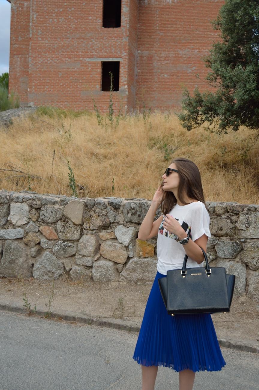 lara-vazquez-madlula-blog-style-streetstyle-midi-skirt-klein-blue