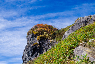 ザンゲ岩を見上げる