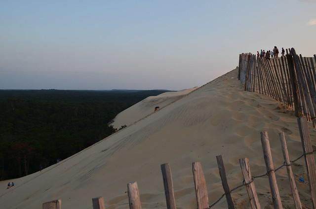 france_dune_du_pyla_duneofpilat_climbing_up_sand