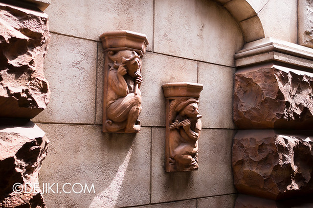 Tokyo DisneySea - Tower of Terror / Outdoor queue detail
