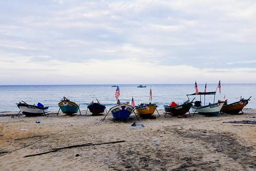 blue sea sky fish boats fishing sand laut malaysia bot pasir ikat nelayan kapal kemaman bendera