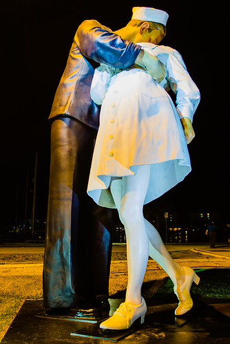 Unconditional Surrender, Public Art in Sarasota, The Kiss
