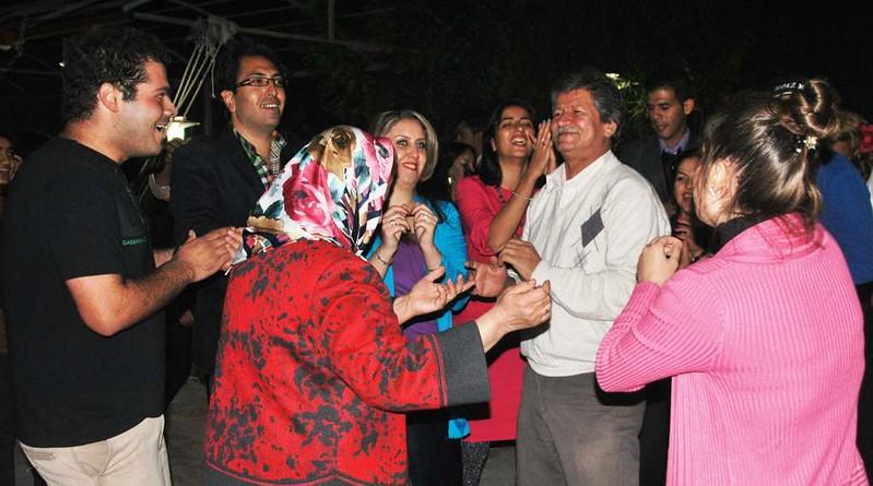 13 Fiesta y bailoteo en casa de Parisa en Shiraz (13)