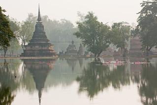 Attēls no  Sukhothai Historical Park pie  Ban Na. thailand asia southeastasia december sukhothai oldsukhothai historicalpark 泰国 สุโขทัย ราชอาณาจักรไทย ประเทศไทย 2013 canon450d อุทยานประวัติศาสตร์สุโขทัย canonef70300mmf456lisusm sukhothaimuangkao