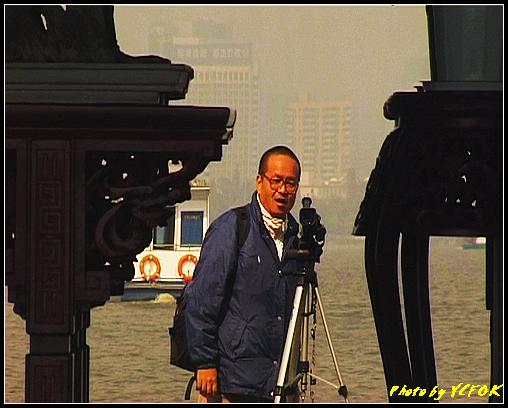 杭州 西湖 (其他景點) - 406 (西湖小瀛洲 小瀛州上的自拍鏡 背景是市區)
