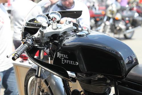 Royal Enfield personnalisée avec carénage