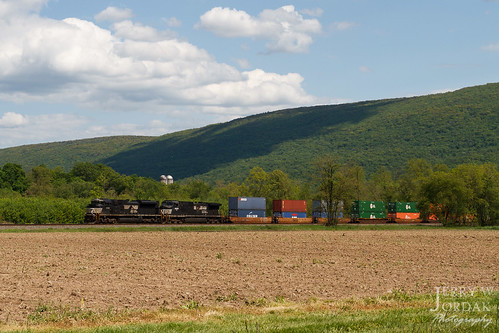field clouds doublestacks ns train23m sd70ace 1132 mountain norfolksouthern train portroyal pennsylvania unitedstates us