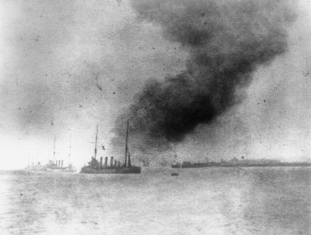 792px-HMS_Bulwark_explodes
