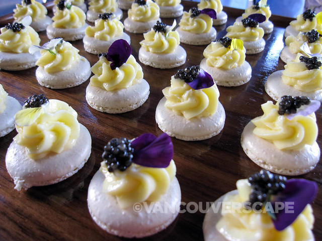 Wasabi macaron with caviar and cream topping