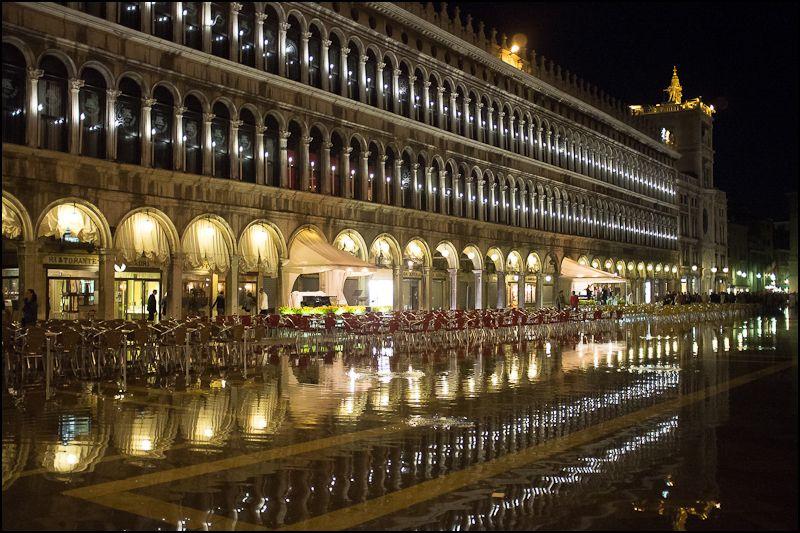 17. Noche y marea alta en la Piazza San Marco. Autor, Mikealex