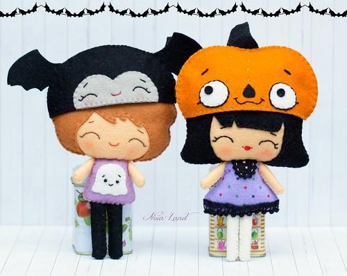 Niños con gorritos de halloween