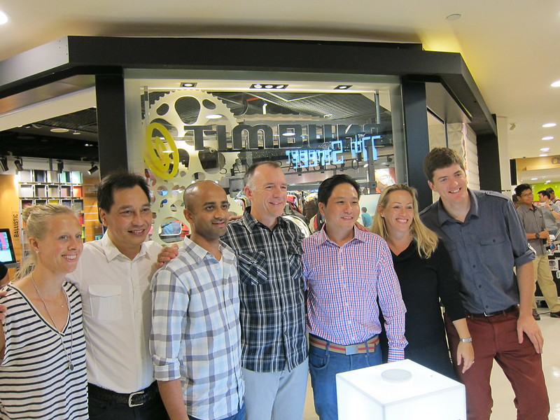 Timbuk2 Singapore Store - US Team Together With Primer-Uniglobe Executives