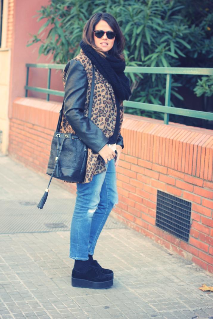 Look Abrigo leopardo + plataformas