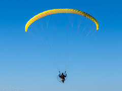 wing(0.0), paragliding(1.0), parachute(1.0), air sports(1.0), sports(1.0), parachuting(1.0), windsports(1.0), powered paragliding(1.0), extreme sport(1.0),