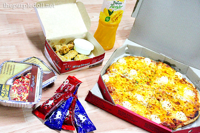 Pizza Hut's Dewberry Group Feast