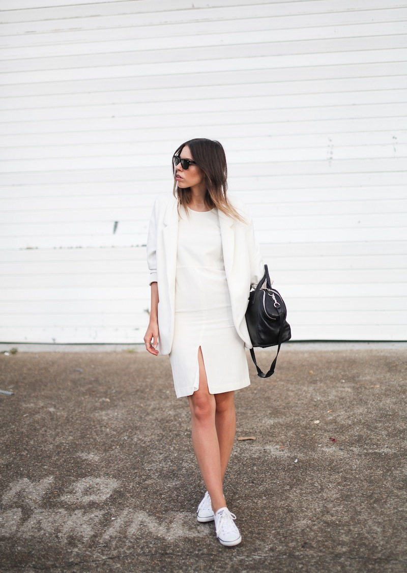 modern legacy fashion blog australia LIUK ivory split midi dress street style Zara blazer Alexander Wang Chastity chain tote bag Ray Ban oversized wayfarers all white summer style (5 of 14)