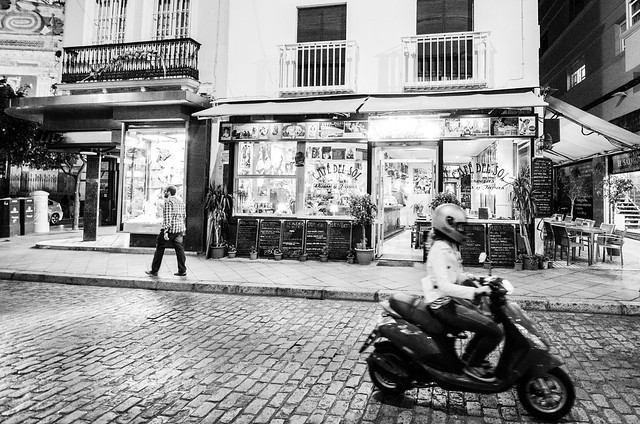 Sevilla streets in black and white.