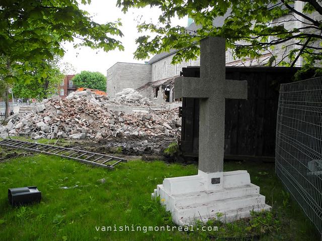 Eglise Notre-Dame-de-la-Paix demolition (Thursday/Jeudi) 21