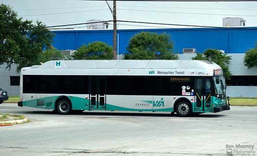 viametropolitantransit bus sanantonio texas newflyer de40lfr restyle express hybrid green nikon d5300 2016