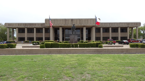 texas chfstew txbowiecounty courthouse americanflag
