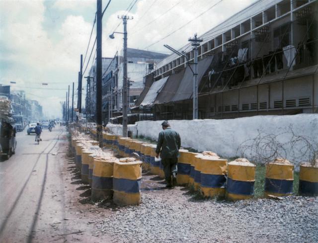 SAIGON 1971 - Photo by Dick Leonhardt - Cư xá Hải Quân Mỹ ANNAPOLIS trên đường Nguyễn Văn Thoại, nay là Lý Thường Kiệt