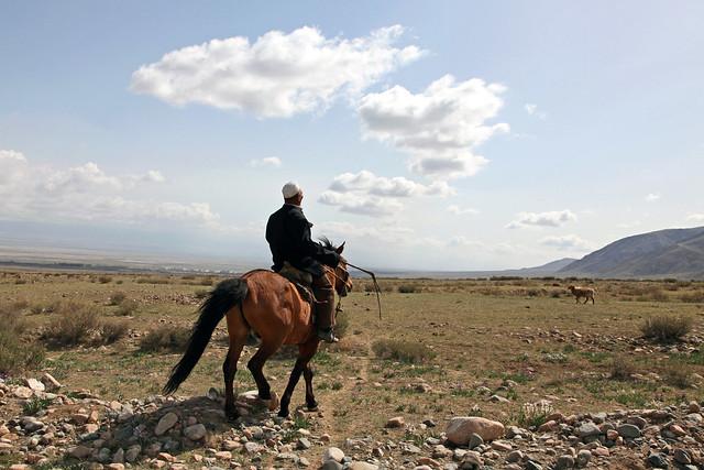An old Kazakh man on the horseback, Barkol バルクル、馬に乗ったカザフの老人