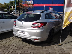 renault fluence(0.0), executive car(0.0), sedan(0.0), automobile(1.0), automotive exterior(1.0), renault mã©gane renault sport(1.0), family car(1.0), vehicle(1.0), renault mã©gane(1.0), land vehicle(1.0),