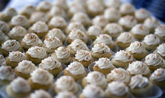 baking, petit four, buttercream, sweetness, baked goods, whipped cream, food, icing, dish, dessert, cuisine, snack food, cream, meringue,