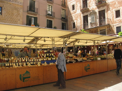 Open air market in Plaça del Pi, photo courtesy of Talia Klundt