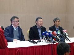 日月光昨於台北召開記者會,由營運長(中)吳田玉、財務長以及高雄廠長說明。