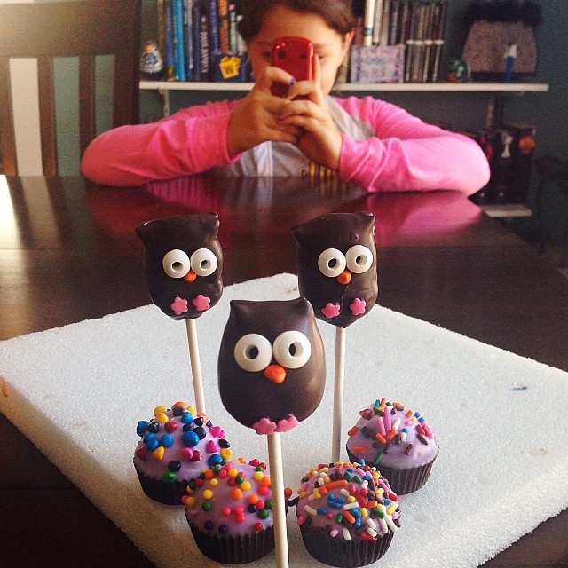 The wise owls said my niece is a natural. Then we ate them. #cakepops