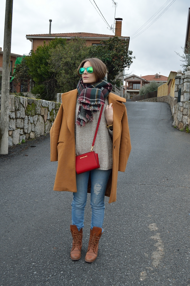 lara-vazquez-madlula-blog-brown-coat-plaid-foulard