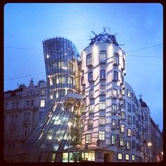 Dancing #buildings :) #batiment #predio #arquitetura #architecture  #Praha #Praga #Prague