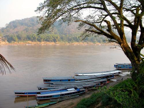 Embarcaciones en el río