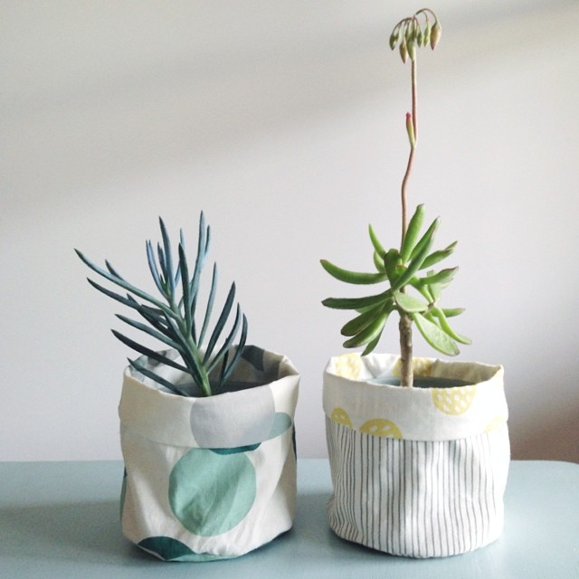 Introducing Maze & Vale Clothpots! I'll be launching DIY kits for these handy little fabric buckets in four different, reversible designs at the Craft & Quilt Fair at the end of the month, online shortly after :)