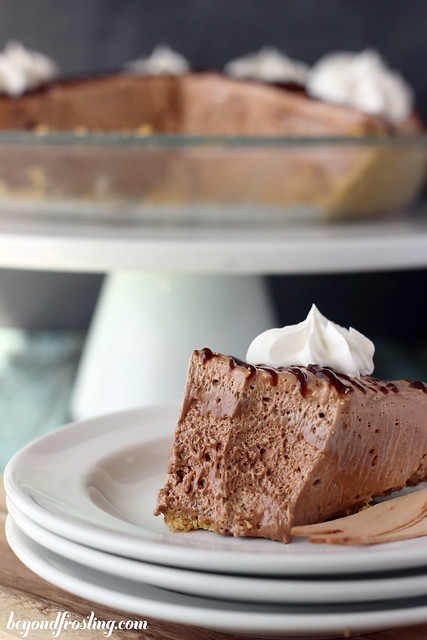 Nutella Marshmallow Pie | beyondfrosting.com | #nutella #pie