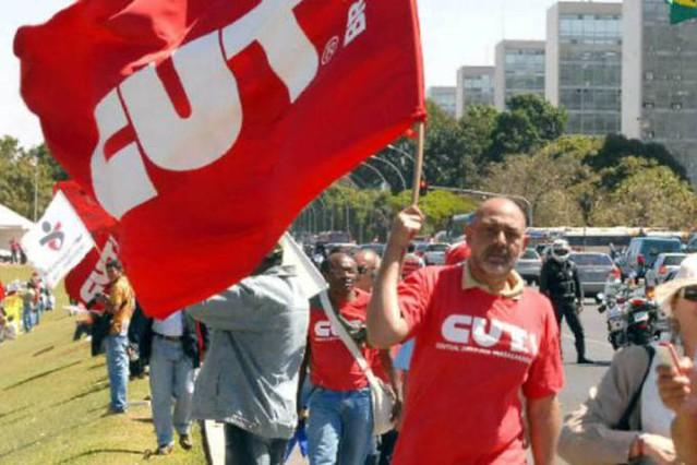 Além das reformas previdenciária e trabalhista, os sindicalistas vão incluir na pauta da greve a PEC 241 - Créditos: CUT