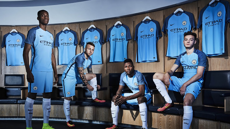 manchester-city-bans-youth-players-to-wear-colored-boots (2)