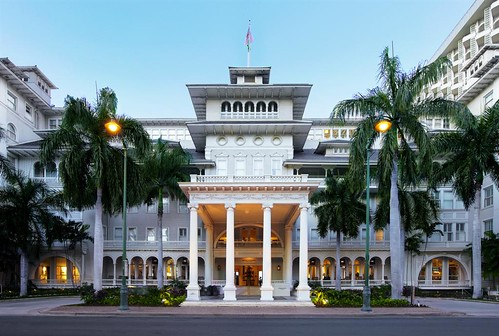 Moana Surfrider, A Westin Resort & Spa, Waikiki Beach—Porte Cochere