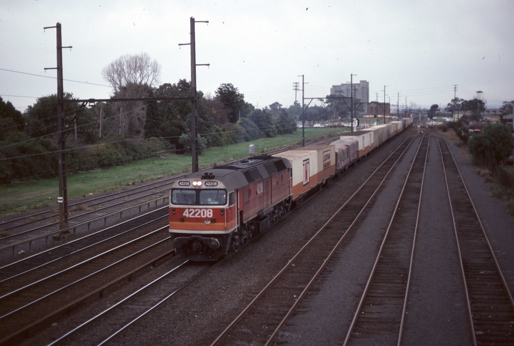 42208 at Sunshine by Alan Greenhill