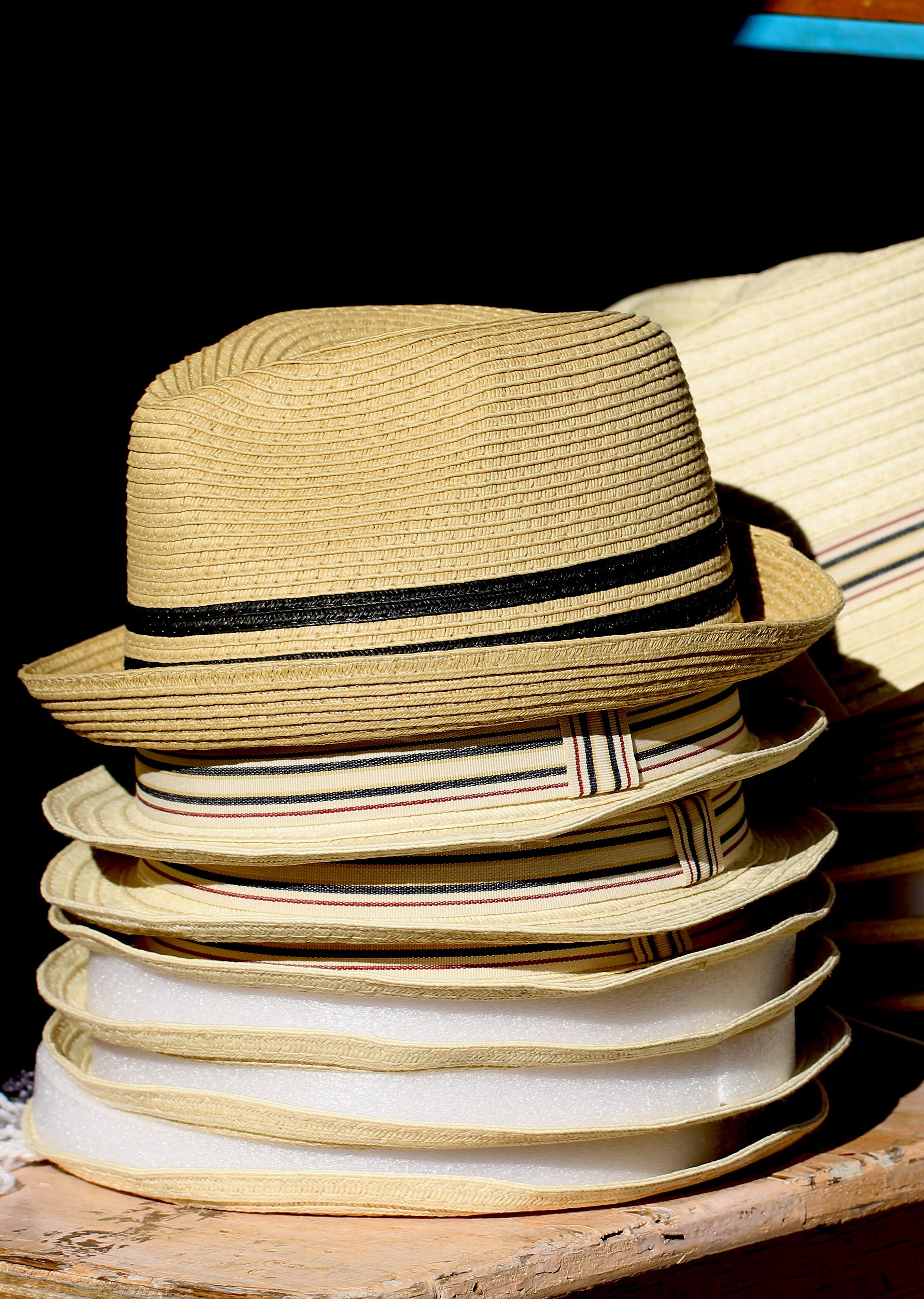 chapeaus