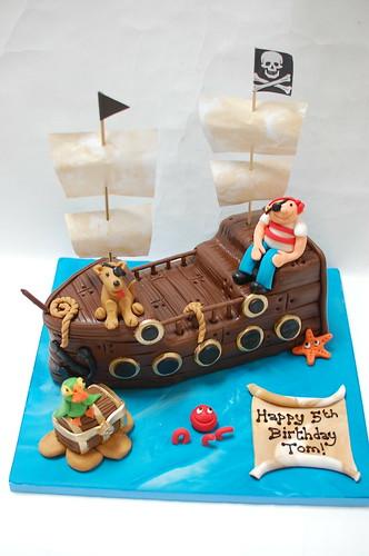 Enjoyable Pirate Ship Cake Beautiful Birthday Cakes Funny Birthday Cards Online Necthendildamsfinfo