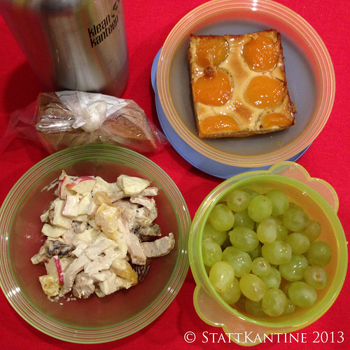 StattKantine 15.10.2013 - Hühnersalat, Trauben, Aprikosenkuchen