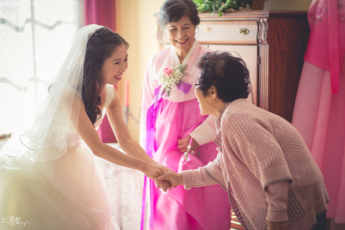 Bride-Mother-Greeting-Guest