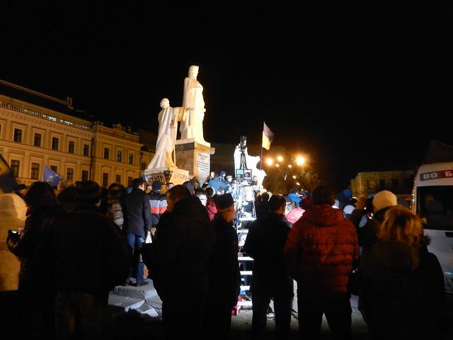 Евромайдан. Памятник Ольге