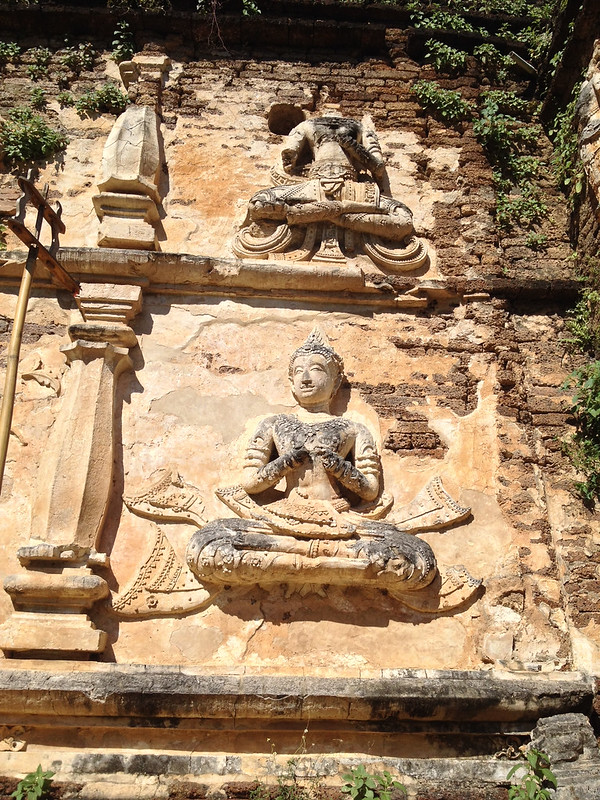 70 bas-relief sculptures adorn the exterior of Maha Chedi
