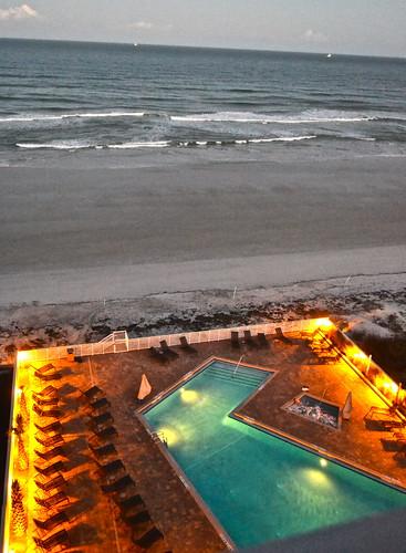 Daytona Beach Hyatt Place - pool and jacuzzi on the beach